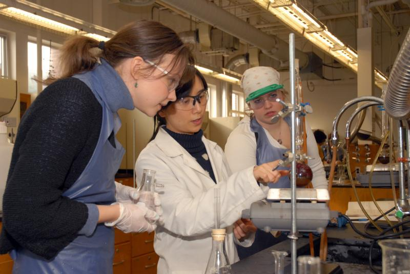 students working on chemistry project